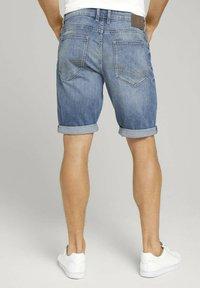 TOM TAILOR - Denim shorts - mid stone wash denim - 2
