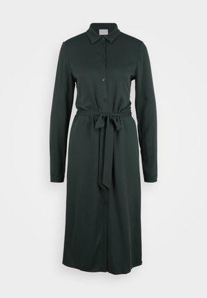 VIDANIA BELT DRESS/TALL - Skjortekjole - darkest spruce