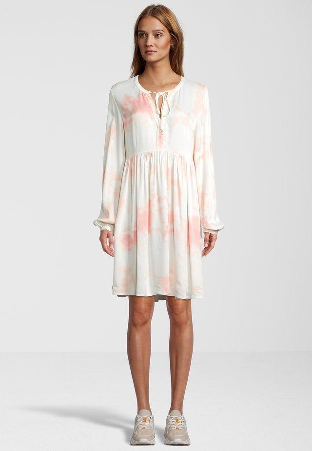 IM BATIK-LOOK - Korte jurk - off-white/ light pink