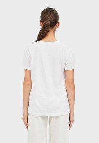 Stradivarius - MIT PRINT  - Print T-shirt - white - 2