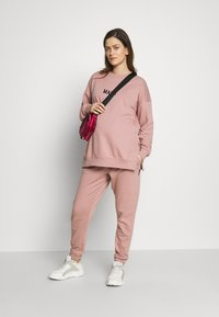 Missguided Maternity - Tracksuit bottoms - rose pink - 1