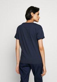 HUGO - DATINA - T-shirts med print - open blue - 2