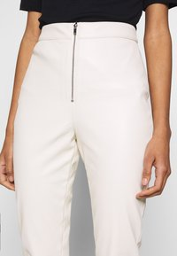 Ivyrevel - FAUX LEATHER TROUSERS - Leather trousers - off white - 4