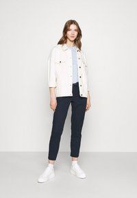 ONLY - ONLEVELYN ANKLE PANT  - Chinos - navy blazer - 1