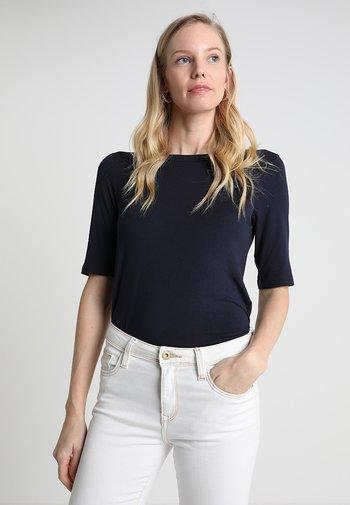 BOAT NECK - Basic T-shirt - sky captain blue