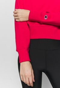 Champion - HIGH NECK ROCHESTER - Sudadera - red - 6
