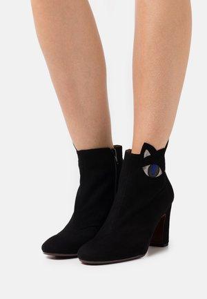 WAT - Boots à talons - black