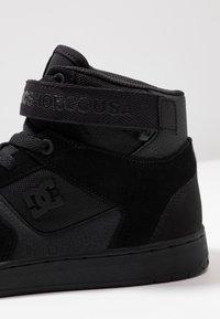 DC Shoes - PENSFORD UNISEX - Zapatillas skate - black - 5