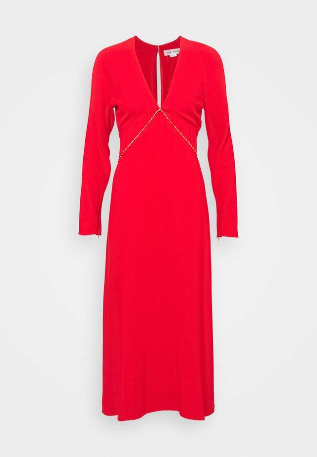 V NECK CHAIN MIDI - Vestito elegante - bright red
