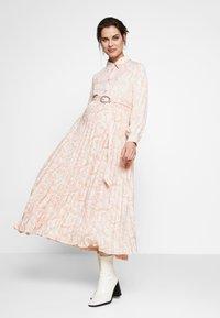 Glamorous Bloom - Sukienka koszulowa - nude - 1