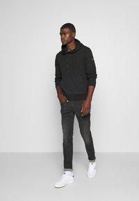 Calvin Klein - POCKET HOODIE - Sweat à capuche - black - 1