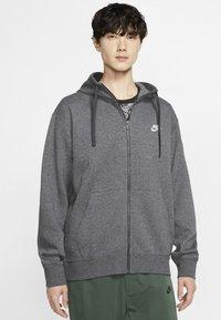 Nike Sportswear - CLUB HOODIE - Sweat à capuche zippé - charcoal heather/anthracite/white - 0