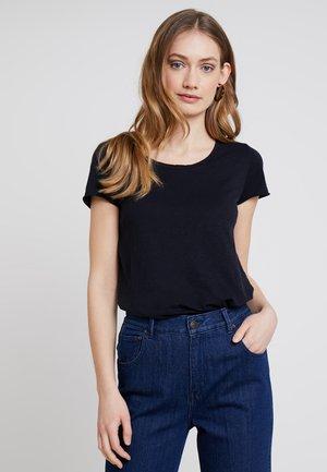 T-shirts - deep blue