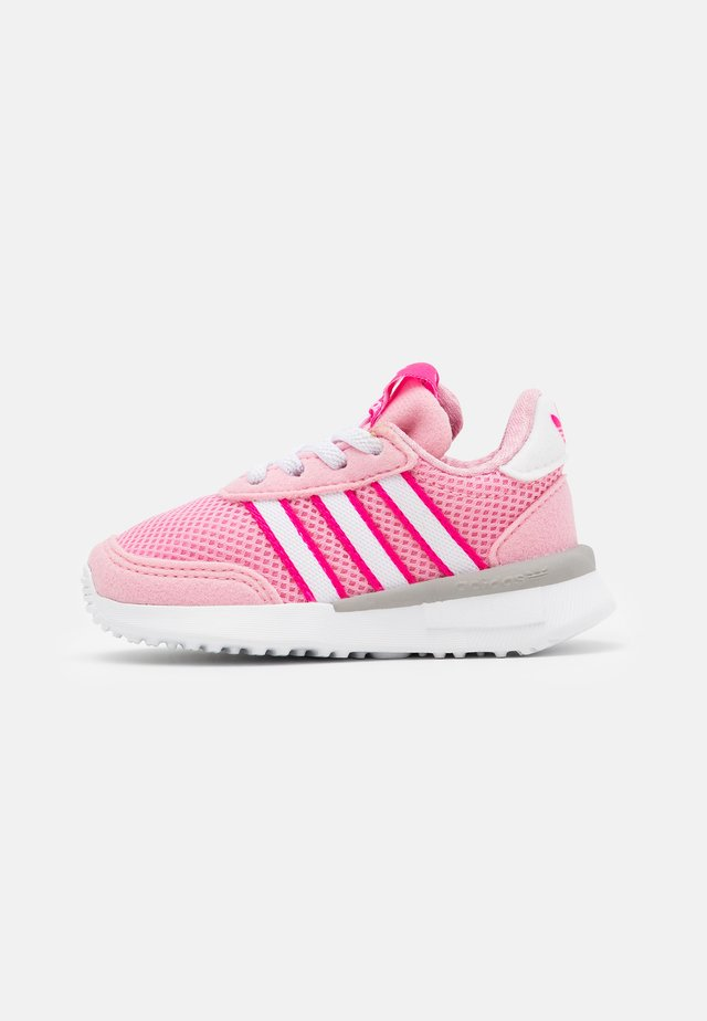 RETROSET RUNNING INSPIRED SHOES - Sneakers basse - light pink/footwear white/shock pink