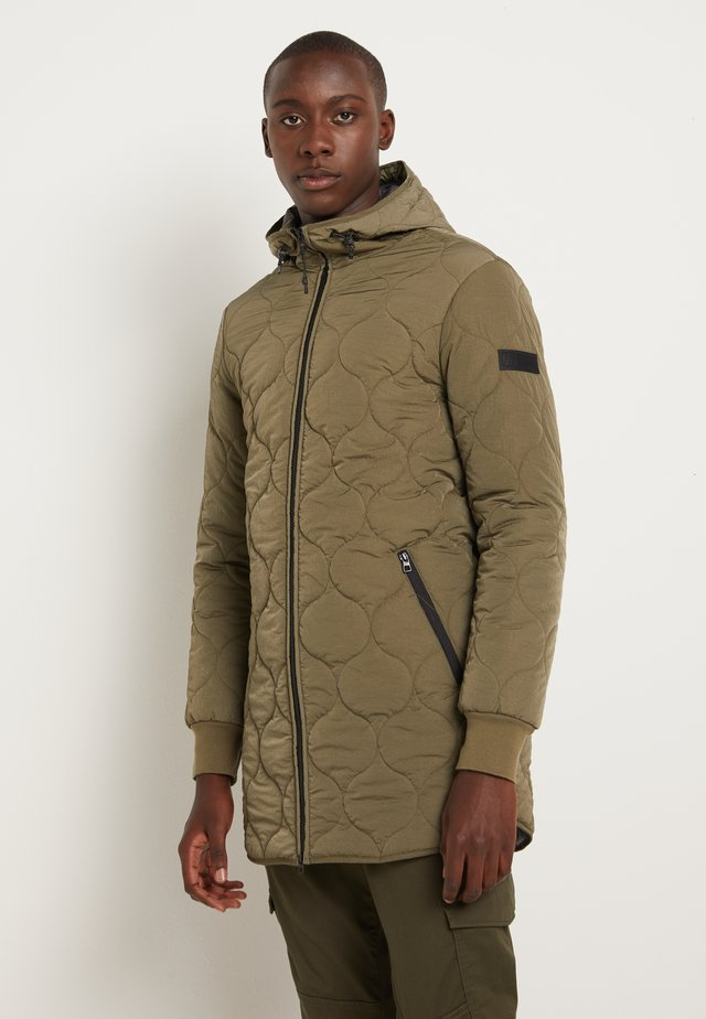 UNDERLAYER JACKET - Abrigo corto - olive night green