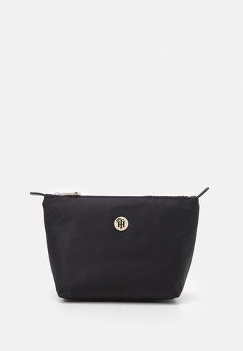 POPPY WASHBAG - Wash bag - black
