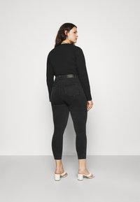 Noisy May Curve - NMAGNES SKINNY JEANS  - Jeans Skinny Fit - black denim - 2