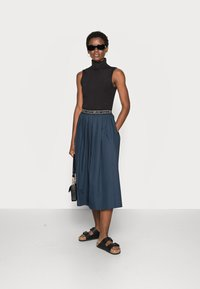 esmé studios - CALLA MIDI SKIRT - A-line skirt - dark sapphire - 1