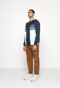 Jack & Jones - JJENOA - Basic T-shirt - navy blazer - 1