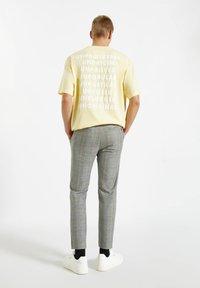 PULL&BEAR - Pantalon classique - mottled dark grey - 2