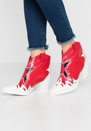 TOONEY - Ankle boots - white/red