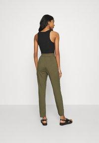 Vero Moda - Trousers - ivy green - 2