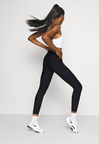 P.E Nation - BASELINE LEGGING - Leggings - black - 2