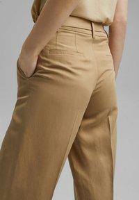 Esprit Collection - MIT BINDEGÜRTEL - Trousers - sand - 6