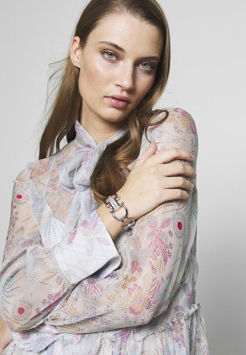 Salvatore Ferragamo - DOUBLE GANCINI WOMEN BRACELET - Uhr - silver-coloured
