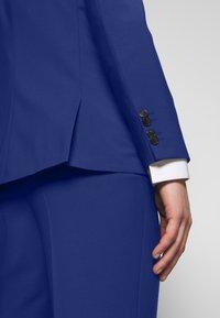 HUGO - ASTIAN HETS - Puku - bright blue - 9