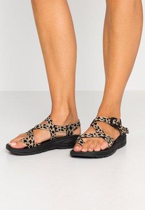 SUN - Sandály s odděleným palcem - multicolor