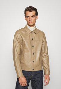 Theory - PATTERSON LEATHER OVERSHIRT - Leather jacket - bark - 0