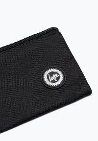 Hype - CREST - Pencil case - black - 3