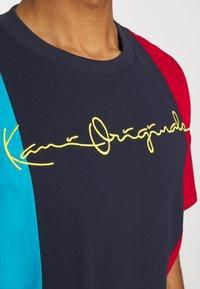 Karl Kani - ORIGINALS BLOCK TEE - Print T-shirt - navy - 6