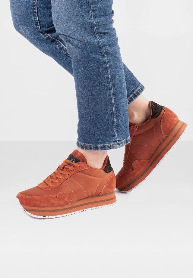 NORA III PLATEAU - Sneakersy niskie - dunkelrot