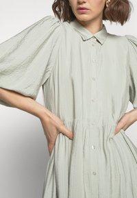 Gestuz - KIRITAGZ DRESS - Sukienka koszulowa - pale green - 3