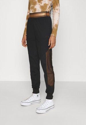 NURIA HIGH WAIST PANTS - Broek - black
