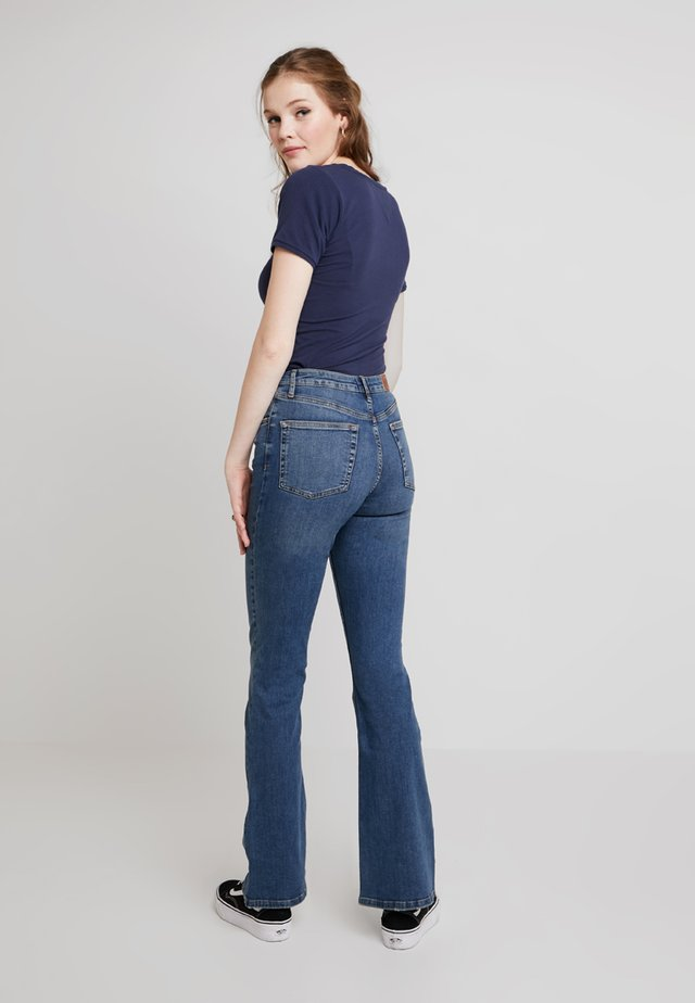 FLARE - Jeans a zampa - blue denim