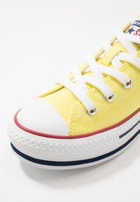Converse - CHUCK TAYLOR ALL STAR PLATFORM EVA - Sneakersy niskie - zinc yellow/white - 2