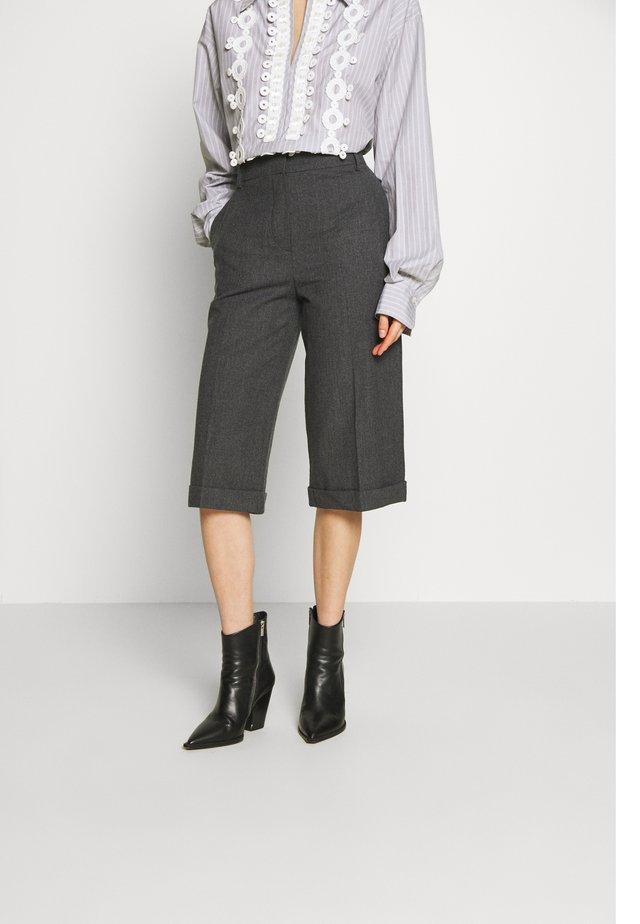 Shorts - charcoal black