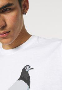 STAPLE PIGEON - TEE UNISEX - Print T-shirt - white - 3