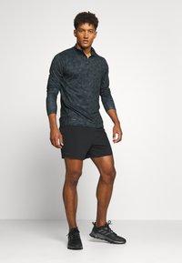 Endurance - ABBAS M PRINTED MIDLAYER - Camiseta de deporte - black print - 1