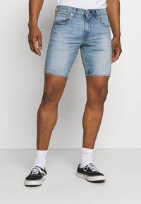 Levi's® - 412™ SLIM - Denim shorts - light-blue denim - 0