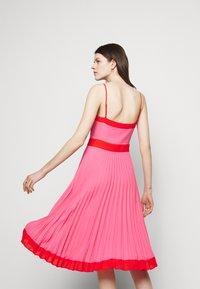 Milly - JILL PLEAT POLY DOBBY DRESS - Korte jurk - watermelon/coral - 4