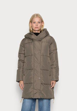 Płaszcz zimowy - morel