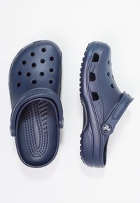 Crocs - CLASSIC UNISEX - Badesandale - navy - 1