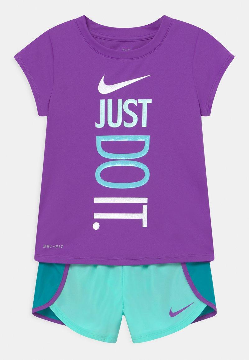 Nike Sportswear - SPRINTER SET - Camiseta estampada - aquamarine