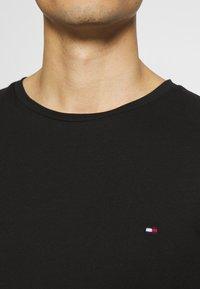 Tommy Hilfiger - LOGO LONG SLEEVE TEE - T-shirt à manches longues - black - 5