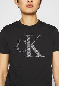 Calvin Klein Jeans - BONDED FILLED TEE - Camiseta estampada - black - 4