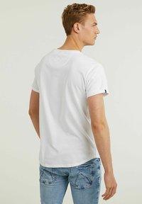 CHASIN' - Basic T-shirt - white - 1